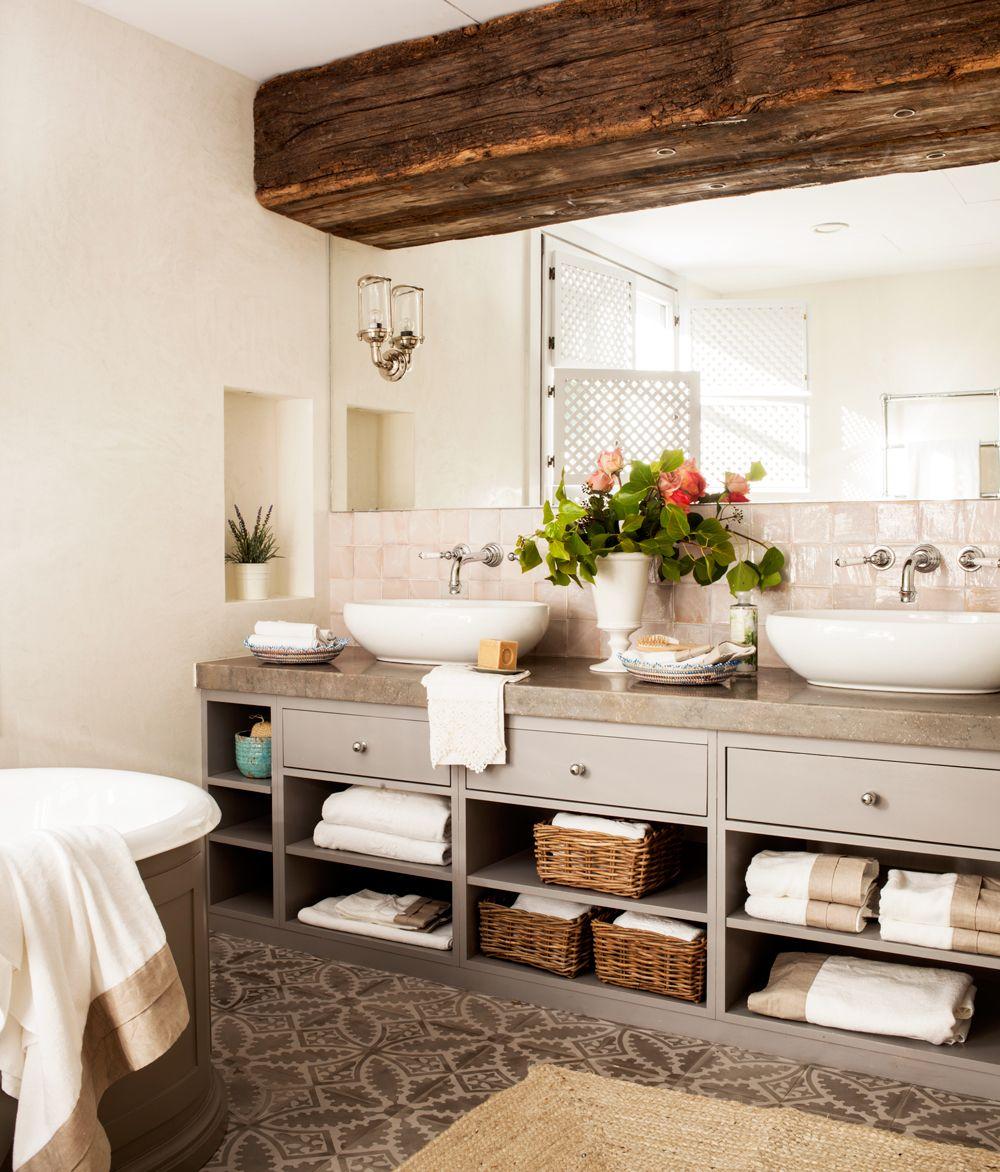 Ba o con pared de hormigon mueble de ba o con almacenaje - Bano de madera ...