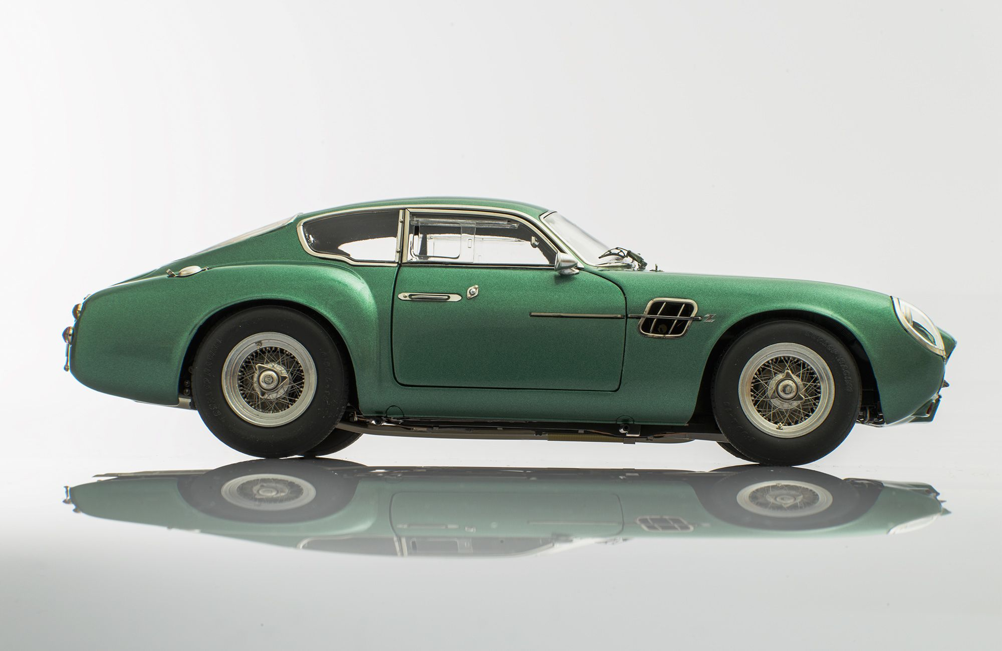 Aston Martin Db4 Gt Zagato By Cmc Model Cars Is A Gorgeously