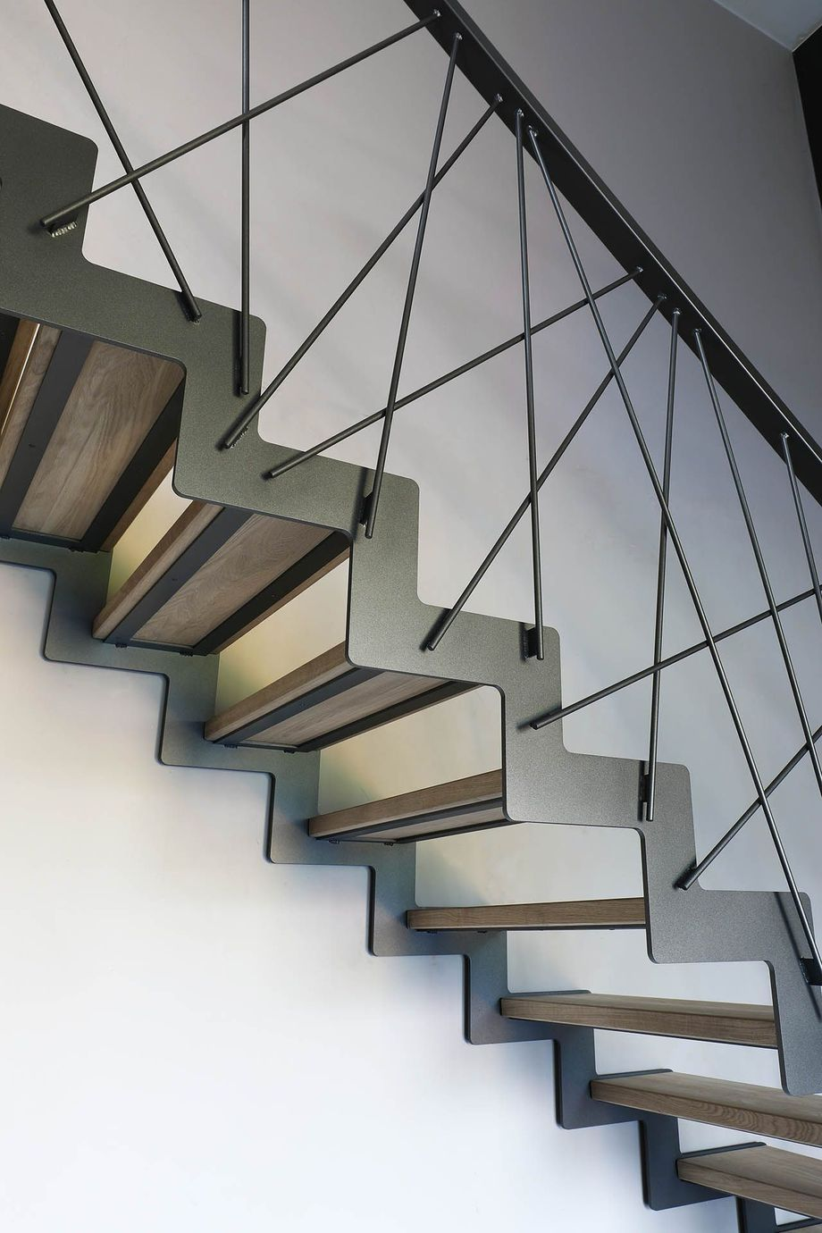 40 Awesome Modern Stairs Railing Design For Your Home Stair Railing Design Modern Stair Railing Modern Staircase