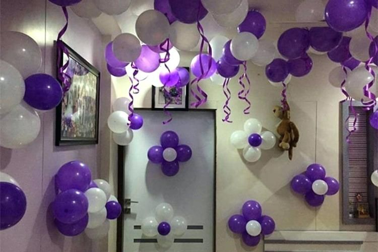 Cool Balloon And Streamer Wall Decor Maybe For One Of The Girl S