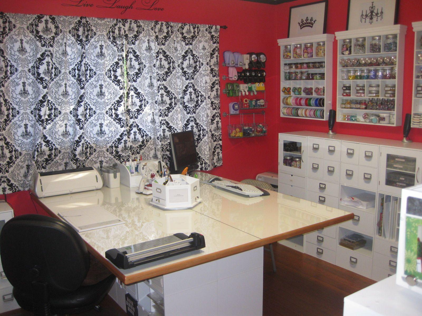 Craft/Scrapbooking Room - Like the small shelf for computer/cricut ...