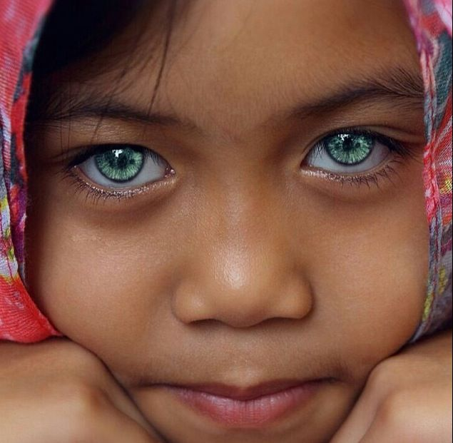 This Little Girl Had The Most Beautiful Eyes Ever -8589