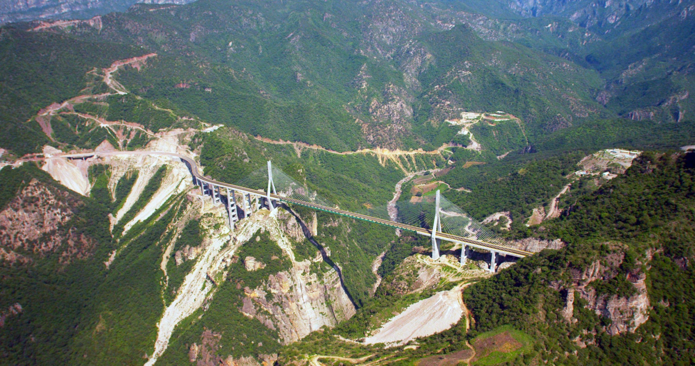 vista del puente más alto de mexico desde el cielo