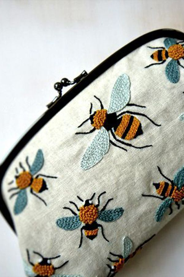 Estuche o clutch bordado Ideas para bordar Abejas bordadas | Pippiu ...