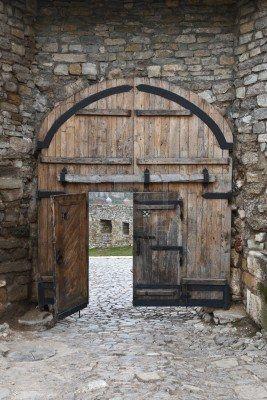 Vieille porte en bois à l\'entrée de la vieille forteresse Banque d ...