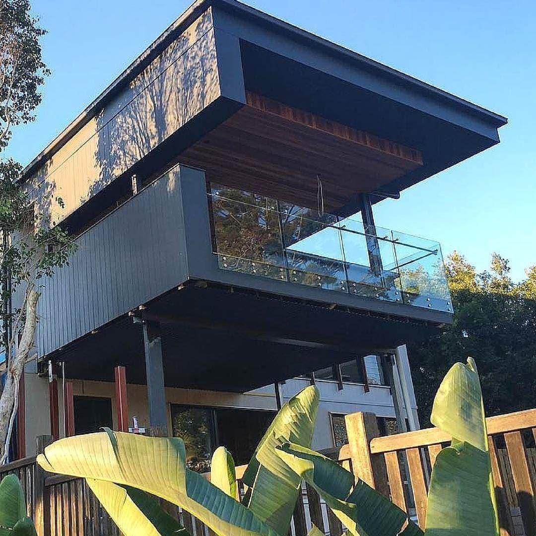 Stunning shot of this home by @bighouselittlehouse @klingeconstructions @luisainteriordesign #australianarchitecture #architecture #exterior #exteriordesign #scyonwalls