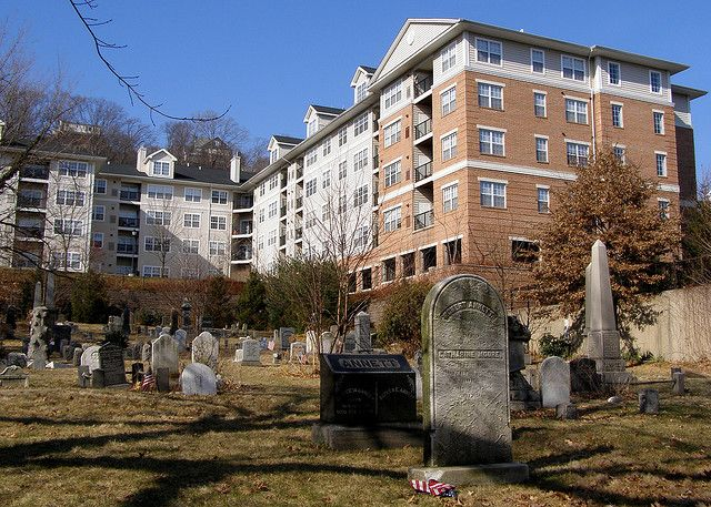 Old Edgewater Nj Cemetry Avalon Apartment Buildings Flickr