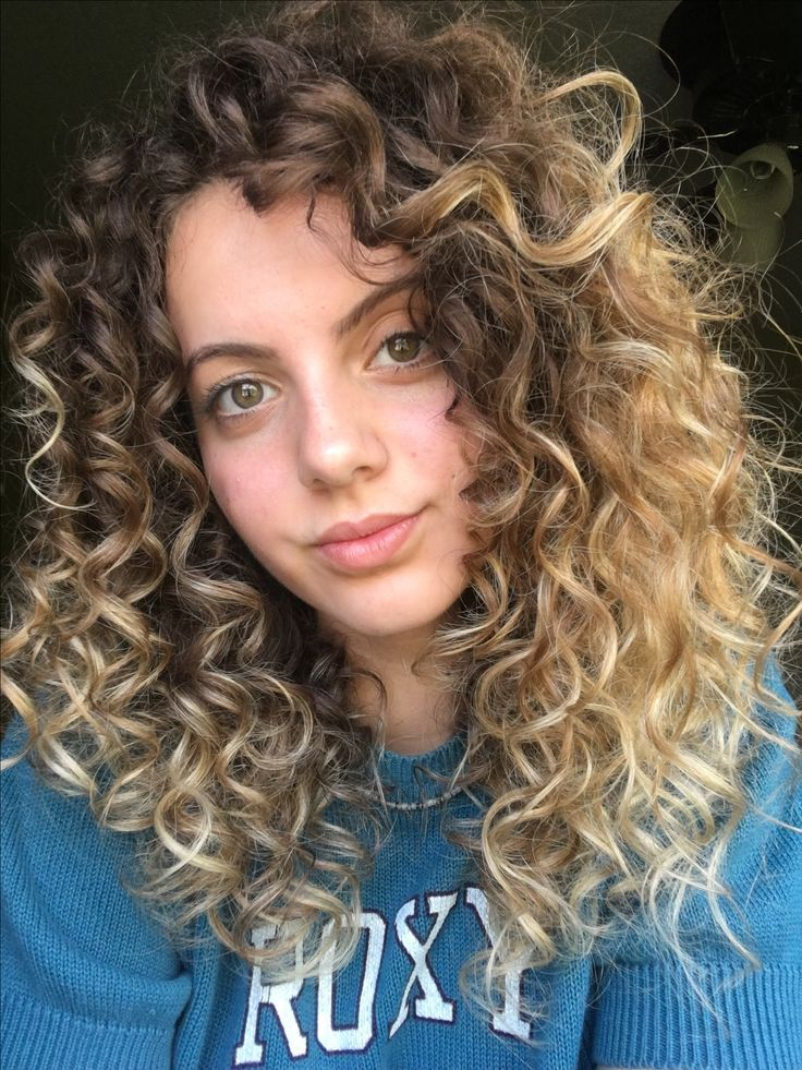 lydia grace simas Nice curly style Source by