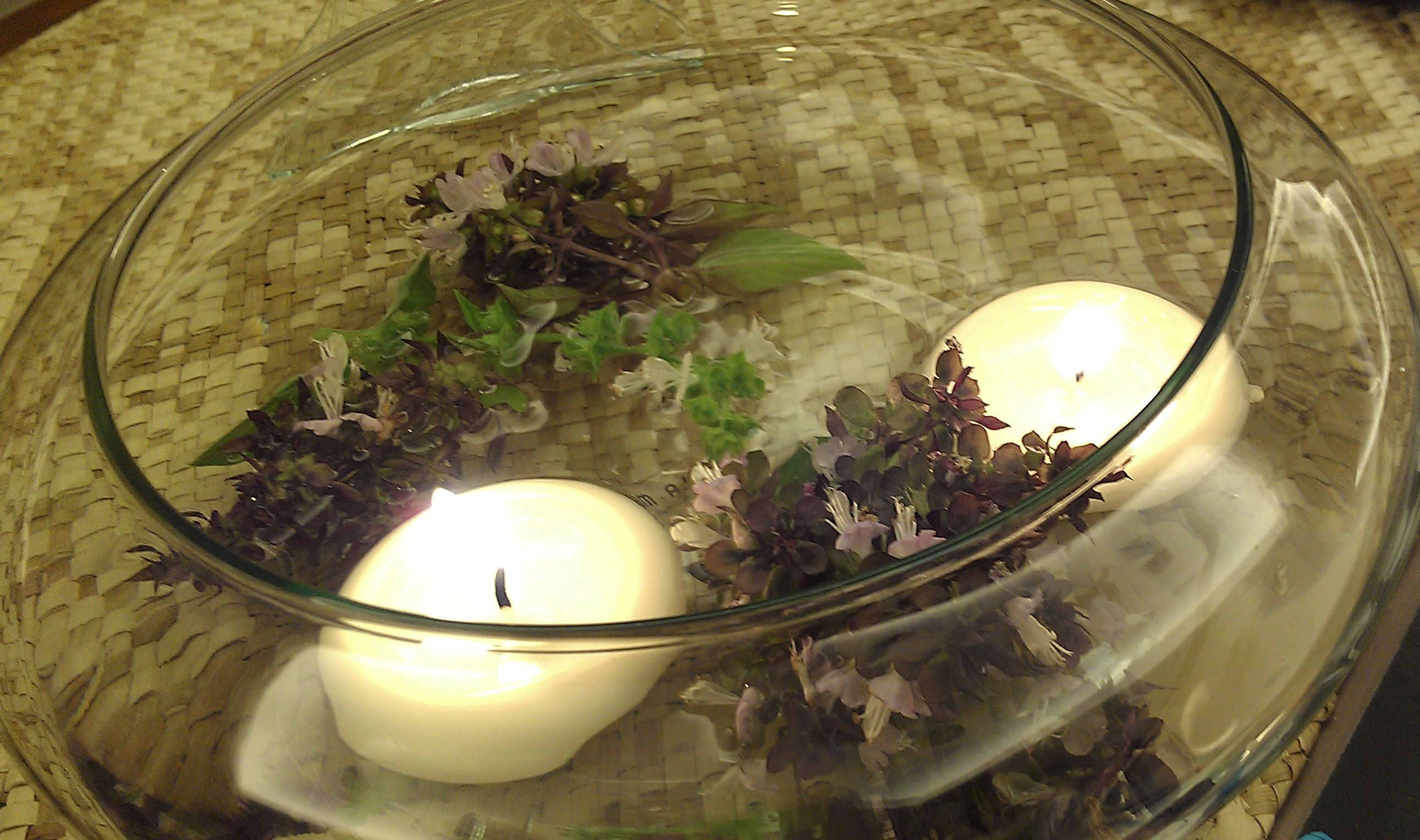 didn't have time to buy flowers for your table setting?  pinch some basil blossoms from your pot!  smells fragrant too!