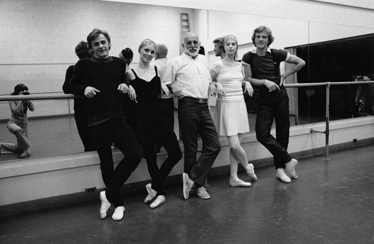 "New York City Ballet rehearsal for ""The Four Seasons"", with Mikhail Baryshnikov,Suzanne Farrell, Jerome Robbins, Patricia McBride & Peter Martins, choreography by Jerome Robbins (New York)"