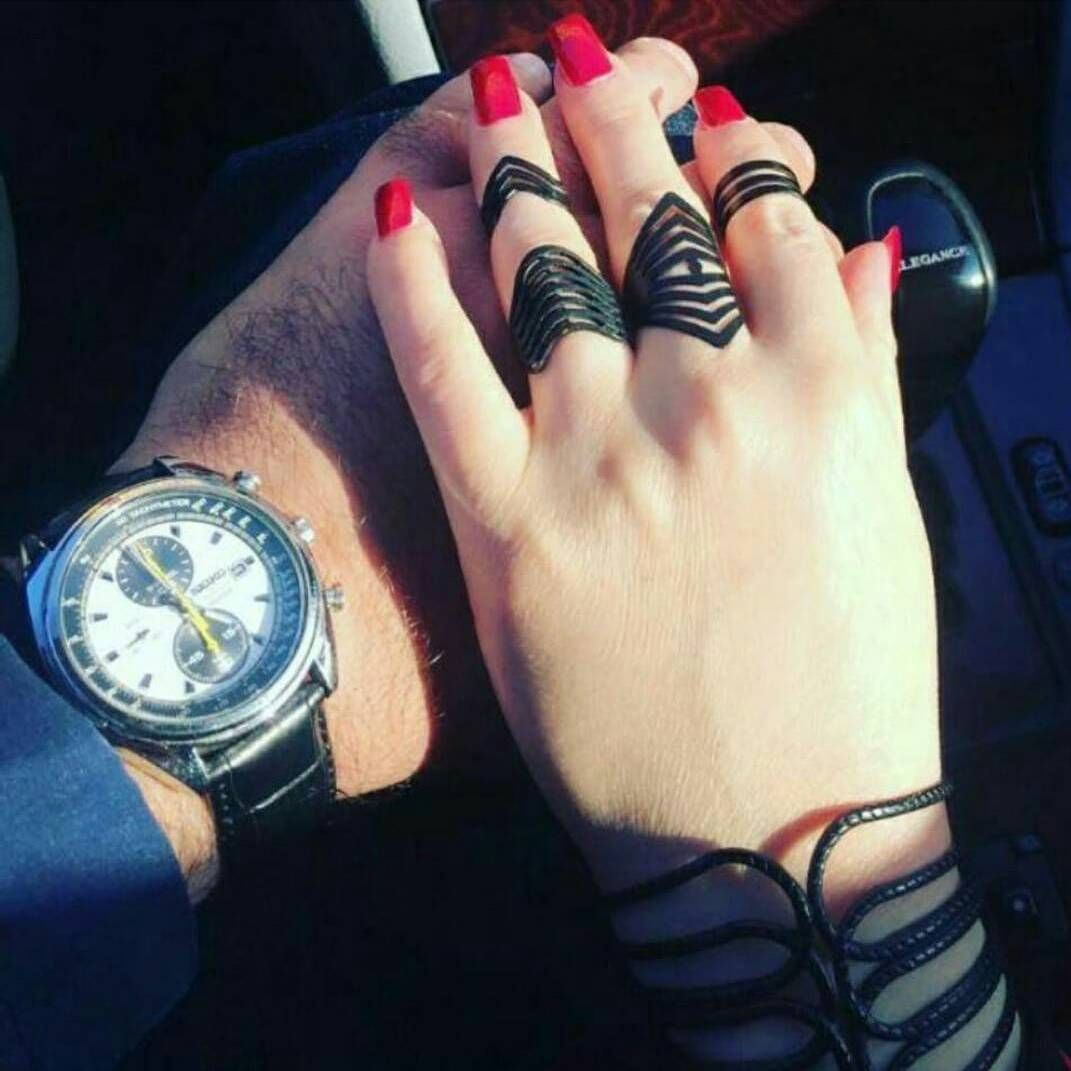 Pin mehndi and bangles display pics awesome dp wallpaper on pinterest - Amazing Dp Holding Hands Relationship Quotes