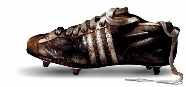 best service 0ee9e c7fed Uno de los precursores diseñadores de los botines de fútbol fue Adolf  Dassler creador de la marca Adidas.