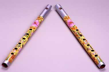 Blumen-Flöten - Lockt gutes Qi auf die blumig bunte Art in die Räume! #fengshui #dekoration #inneneinrichtung