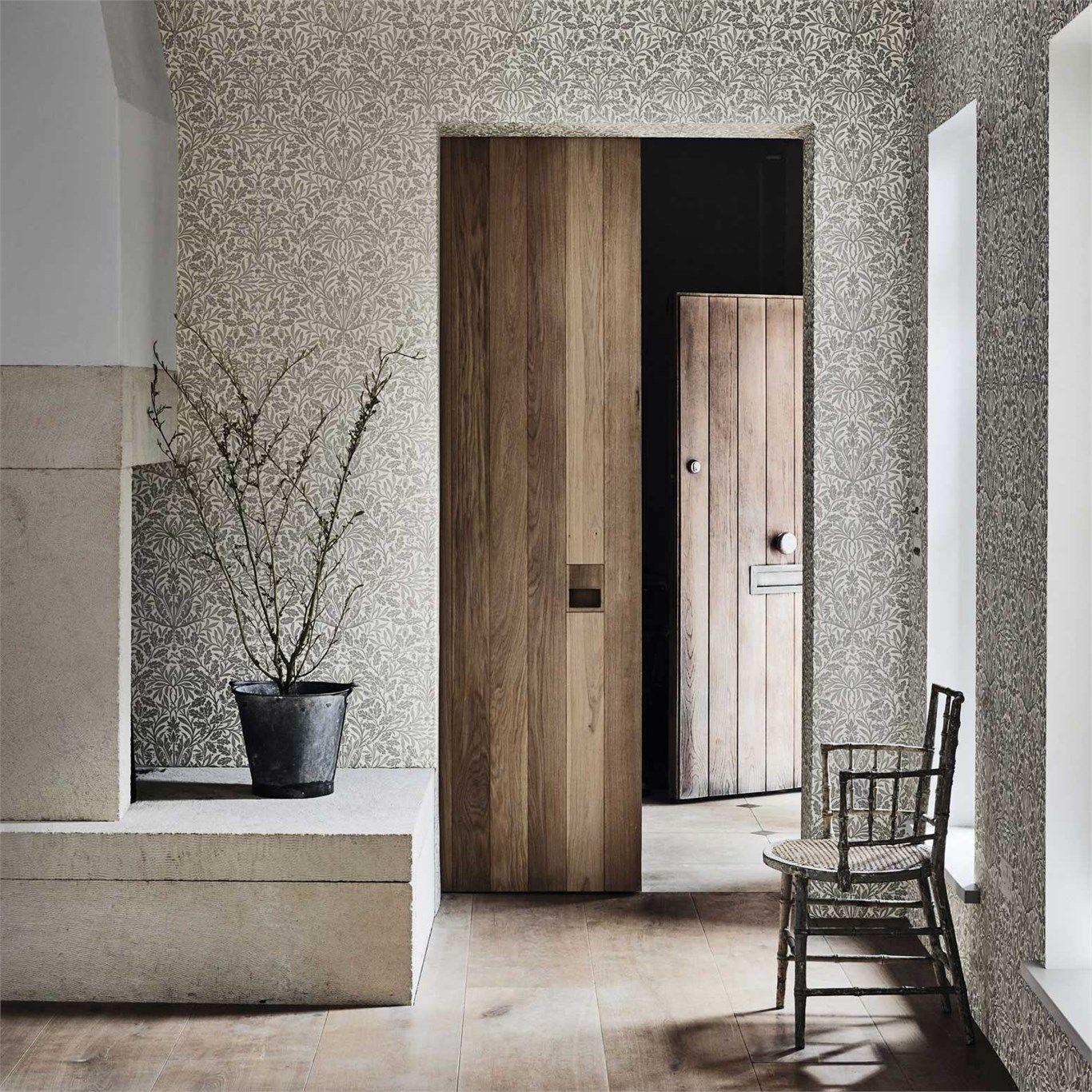 Helles Tapetenmuster von Morris & Co und helles Holz #englisch ...