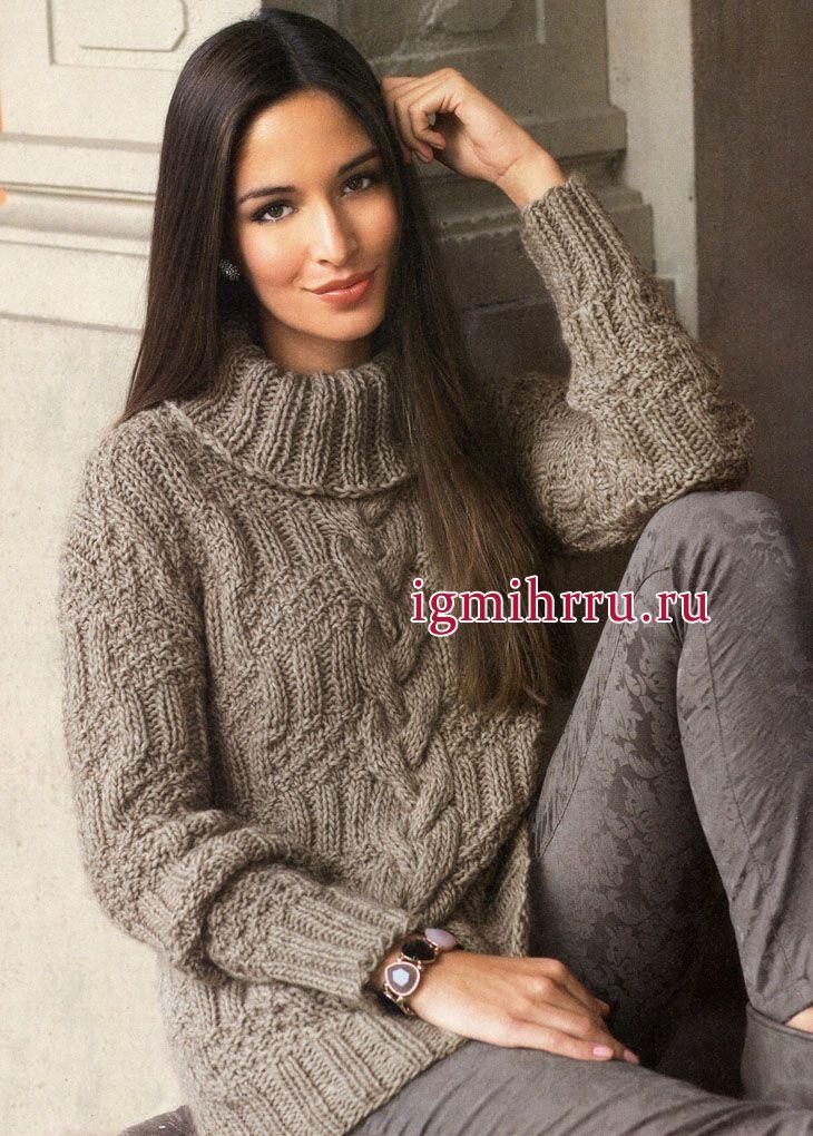 свитер песочного цвета с центральной косой и рельефными узорами