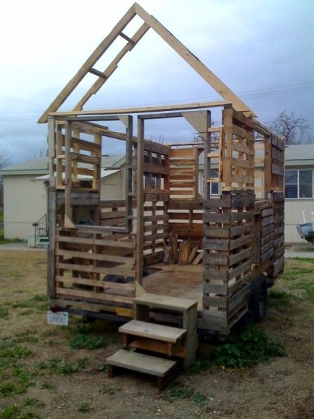 17 Best 1000 images about Pallet House on Pinterest Recycled