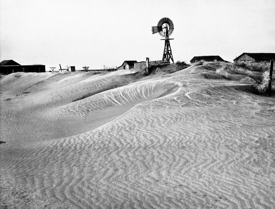 dust bowl of the 1930s Imagine soil so dry that plants disappear and dirt blows past your door like sand that's what really happened during the dust bowl learn more here.