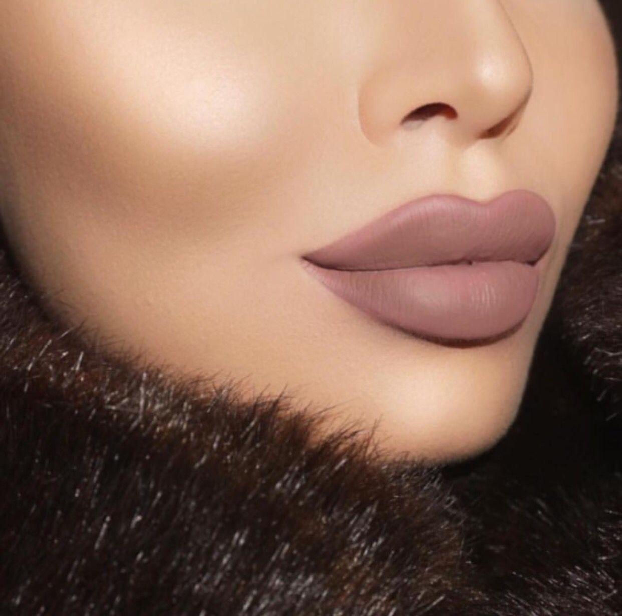 Gerard Cosmetics Iced Mocha Liquid Lipstick Make Up Peinado