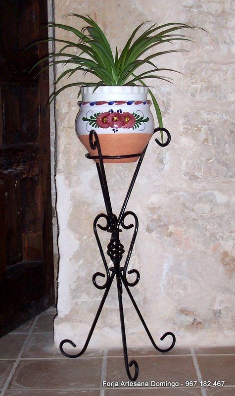 Macetero artesano con adornos de forja hecho a mano de - Maceteros de forja ...