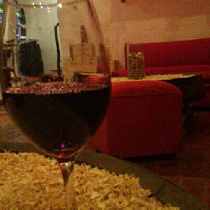 Una copa de vino... un sitio acogedor....