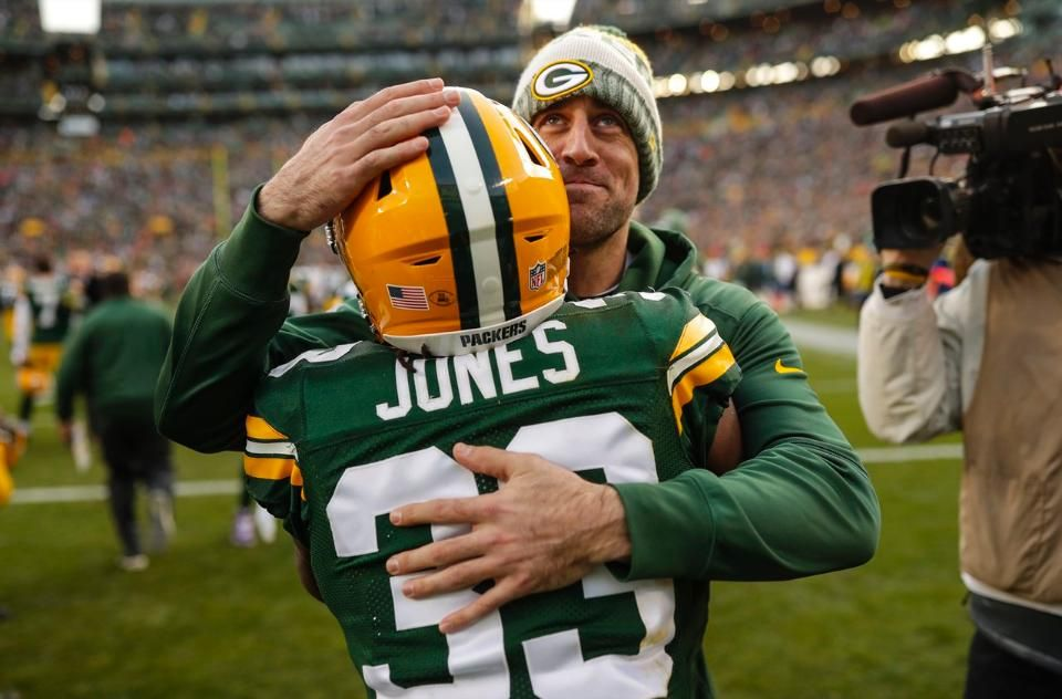 12 3 2017 A Hug For Aaron Jones Form Aaron Rodgers Green Bay Packers Green Bay Packers Fans Nfl Oakland Raiders