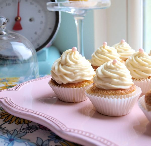 Sweet Trolley: Keep Calm And Have A Cupcake: Milky Vanilla Cupcakes