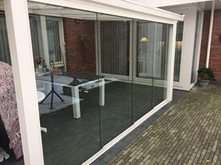 Glaswanden geplaatst in Oss. #veranda #veranda's #schuifpui #pui #glaswand #spiekozijnen #spiekozijn #glaswanden #glazenschuifwand #zijwand #voorwand