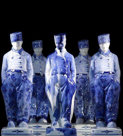 One Minute Delft Blue Sculptures, door Marcel Wanders met de hand gedecoreerd bij Royal Delft.