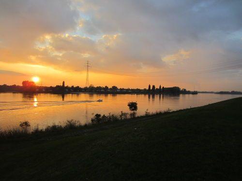 Abendstimmung an der Elbe
