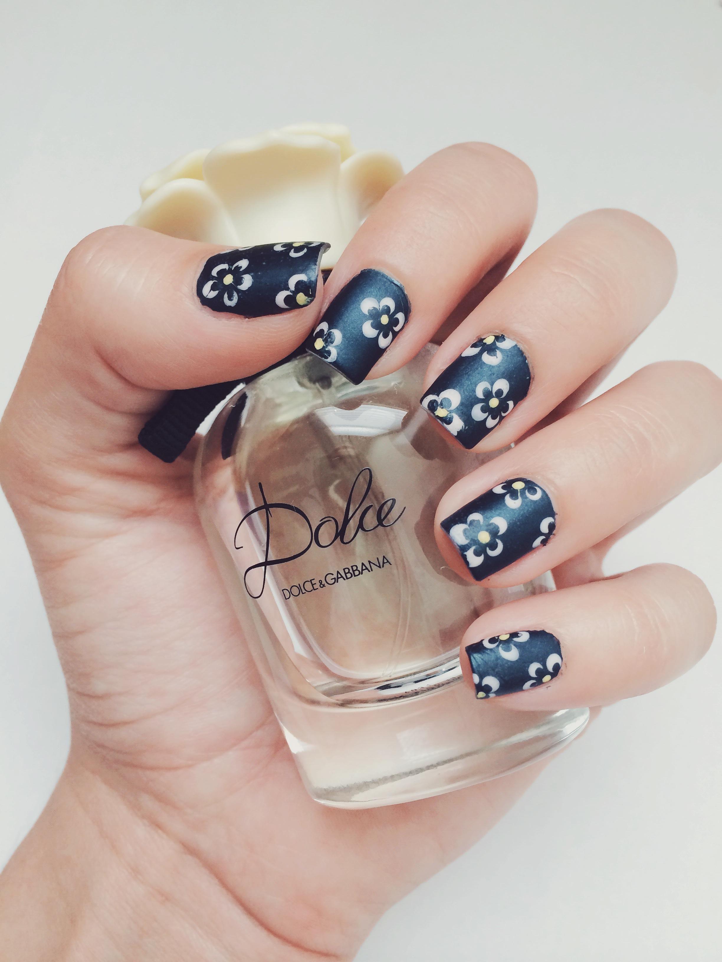 Matte daisy nails Daisy nails, Nails, Polish