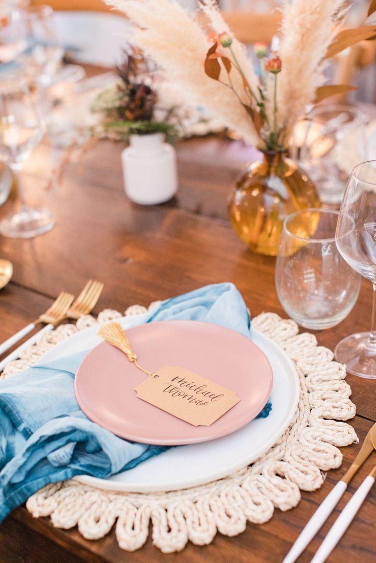 A Chic And Modern Desert Inspired Wedding #weddinginspiration #tabledecor #blueplates #pinkandblueweddingdecor
