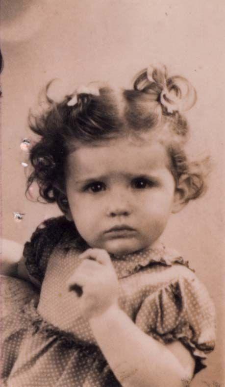 Simone Frajermauer Simone was sadly murdered in Auschwitz-Birenkau on August 2, 1943 at age 2 1/2.