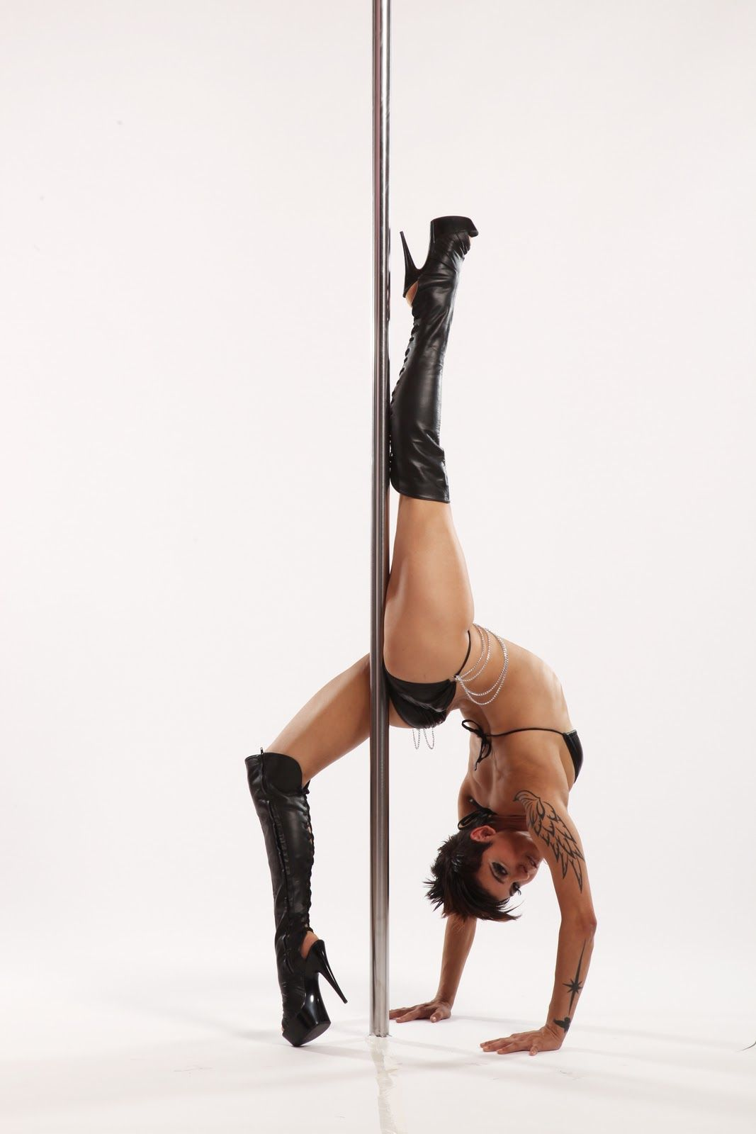 Stripper pole workout