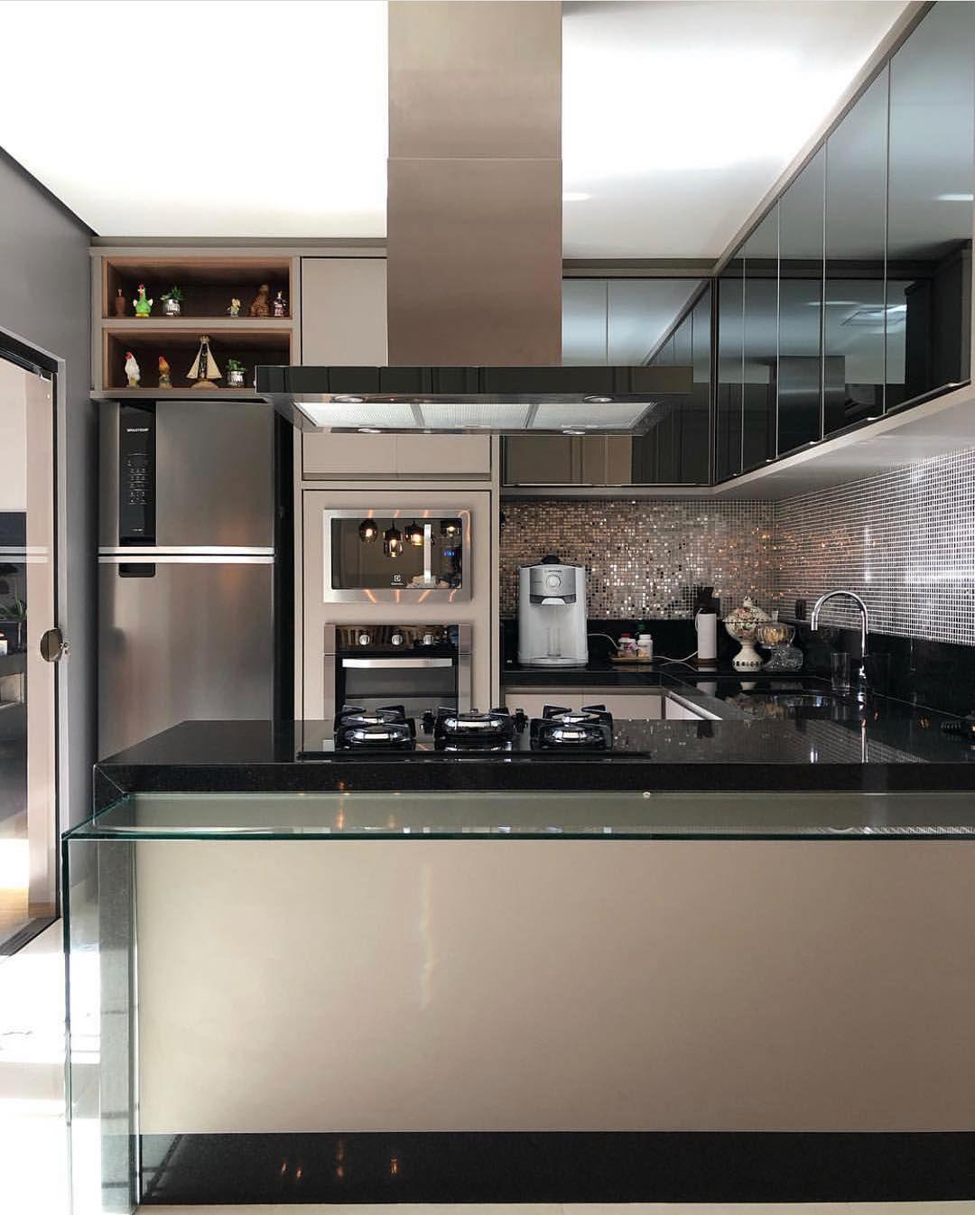 Cozinha preta e bege