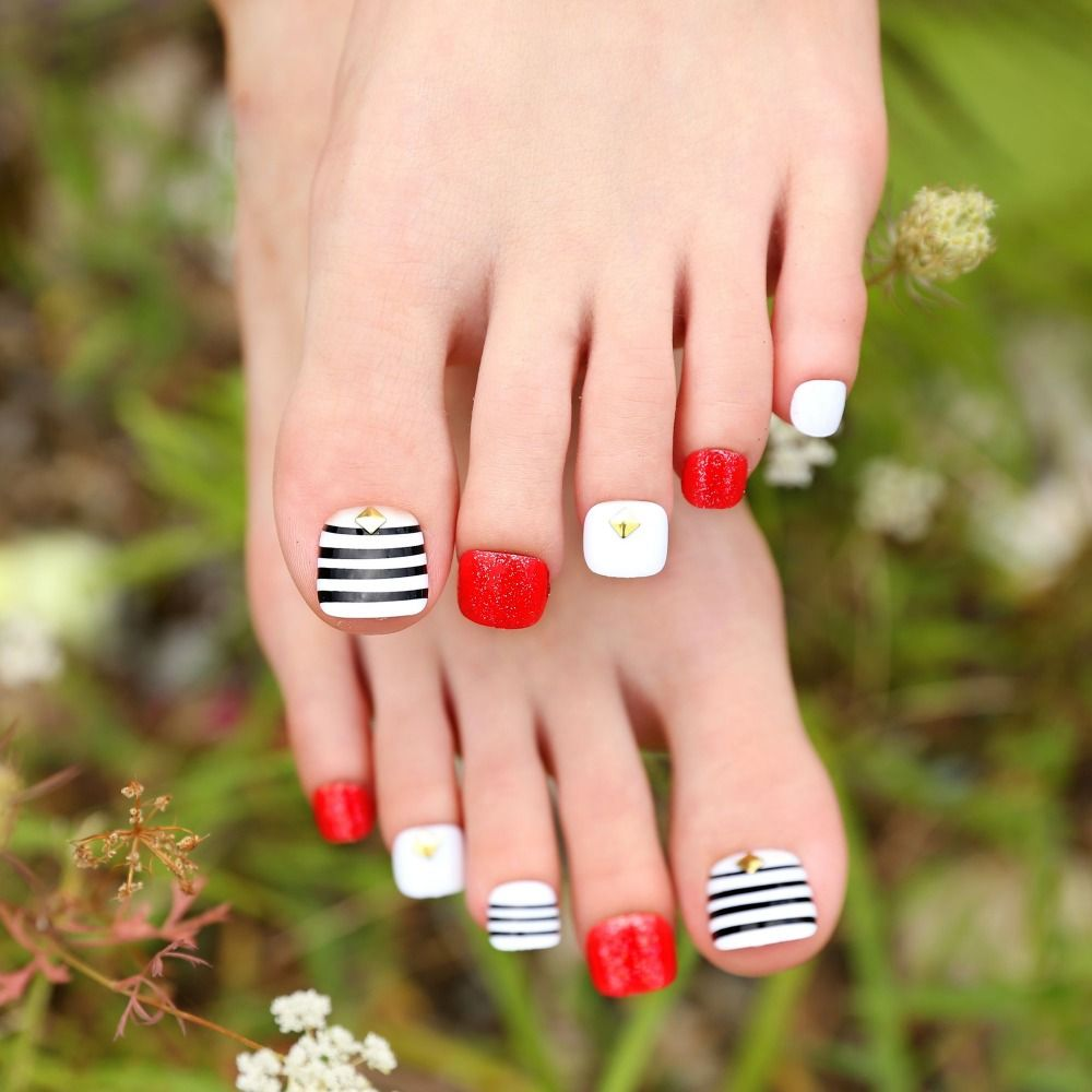 Pre-designed Nail Art Tips Fashion Design Striping White Black False ...
