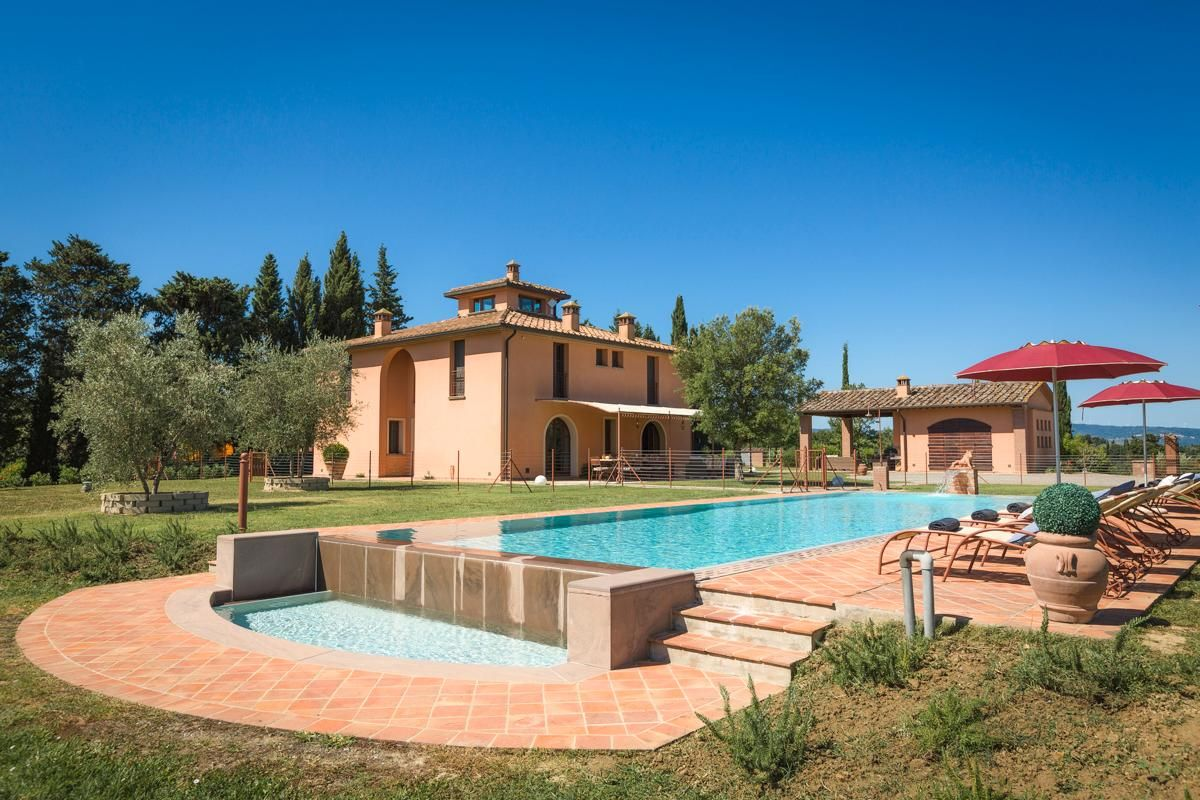 Delightful Villa surrounded by Vineyards with Pool Home