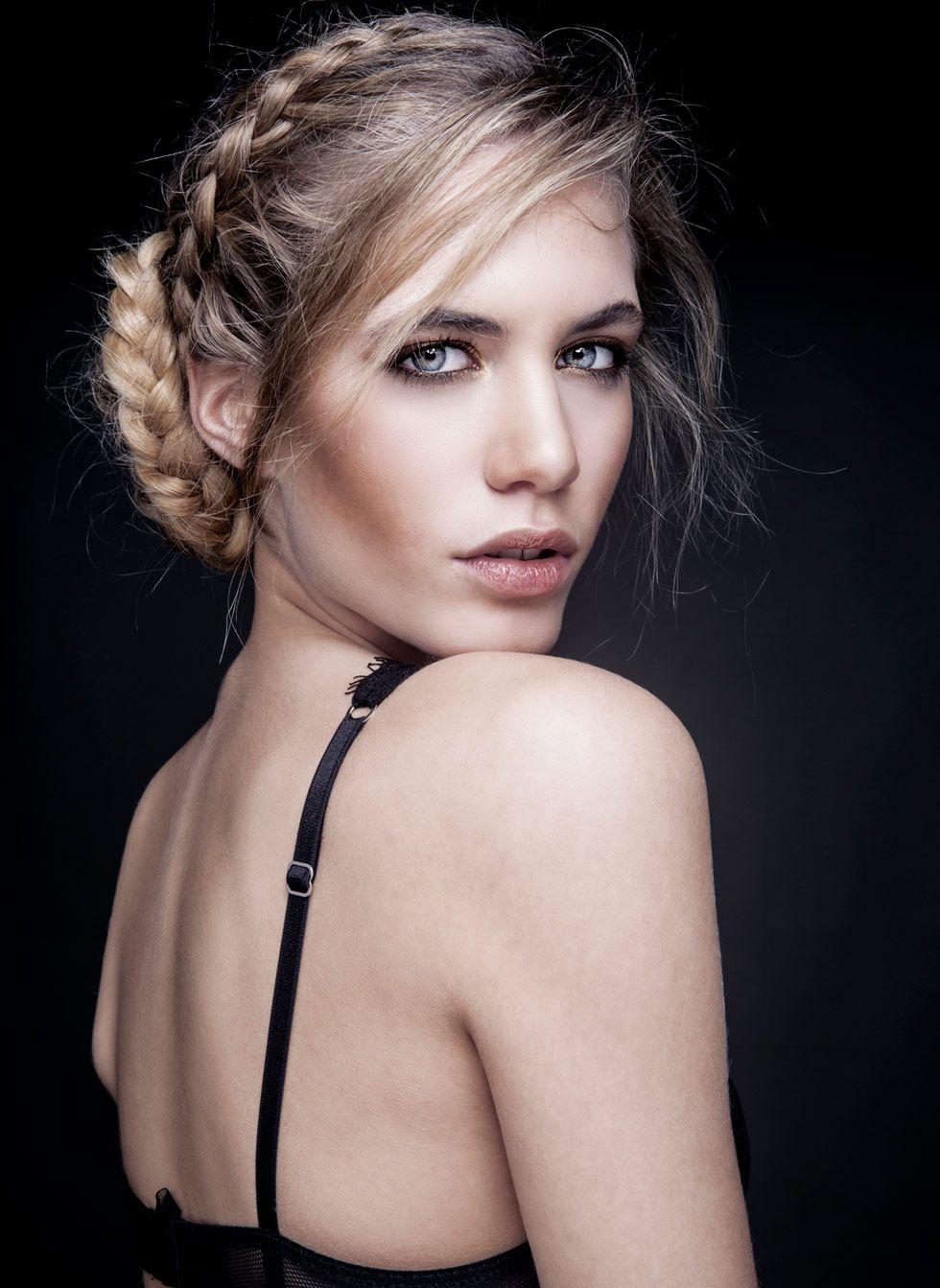La jeune star du x Abby Paradise dans un casting porno brutal