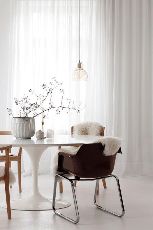 Tulip Table - Runder Esstisch Für Küche Oder Esszimmerhttps