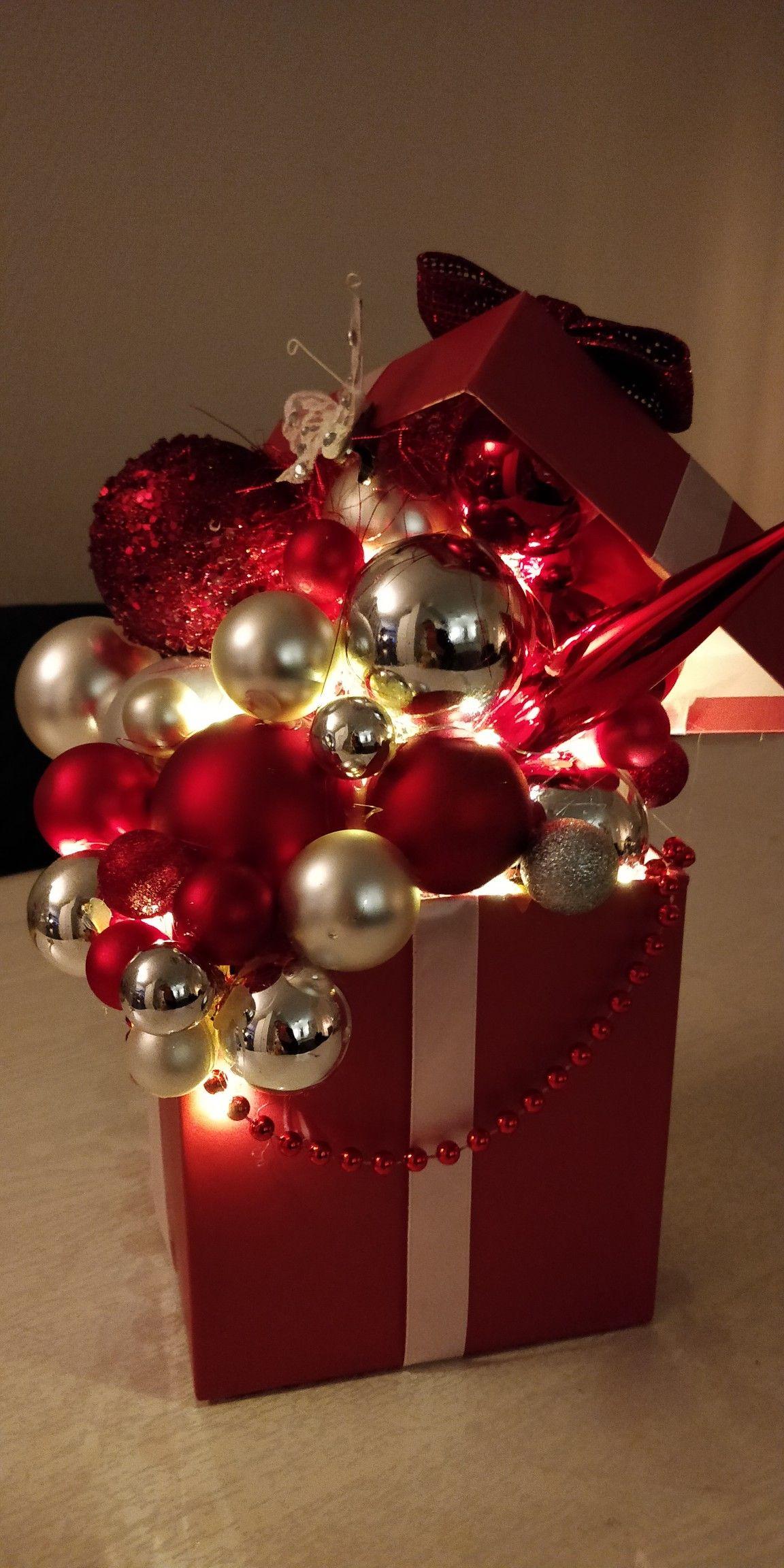 Doos Met Kerstballen In 2020 Doos Decoratie Kerst Kerst Potjes