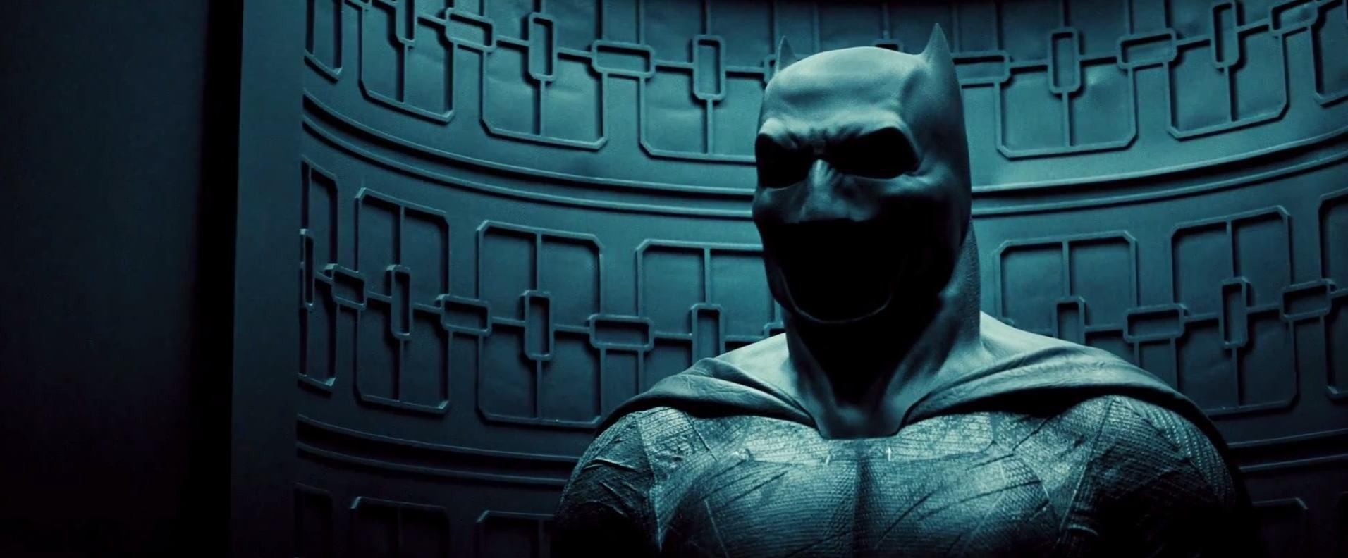 Check Out 25 Hi Res Screengrabs From The Epic Batman V Superman Trailer Batman Vs Superman Batman V Superman Dawn Of Justice Batman V