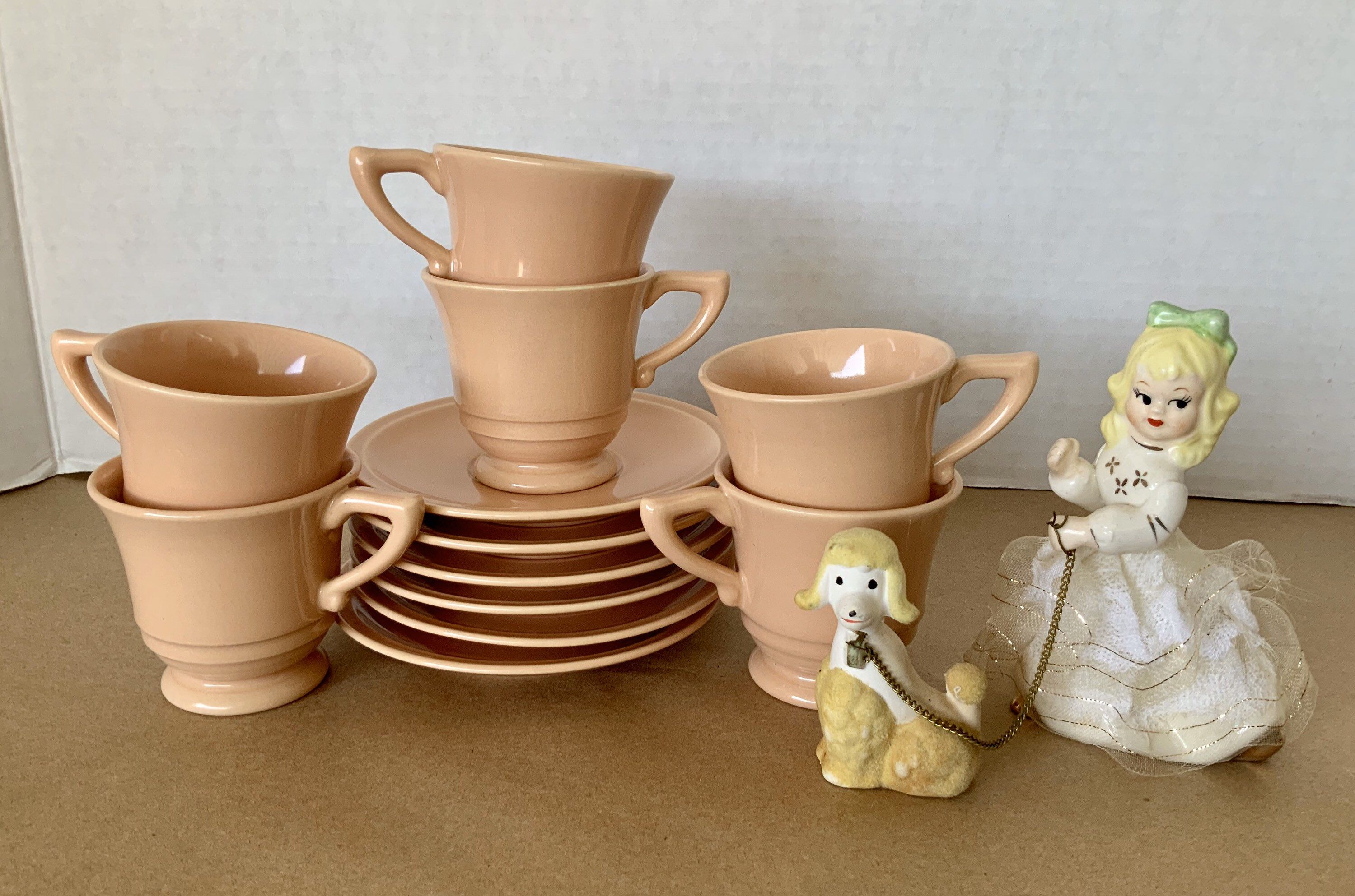 Gladding McBean, Franciscan Ware, expresso/ demitasse, 6 set, cups with saucers, El patio pattern in a peachy, salmon glaze.