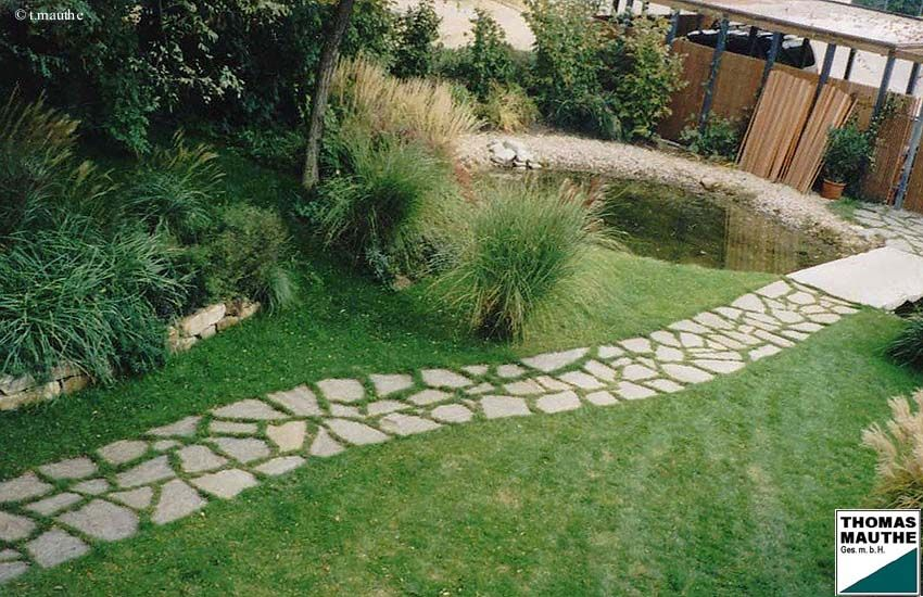 Gartenweg aus natursteinplatten garden ideas i might - Natursteinplatten garten ...