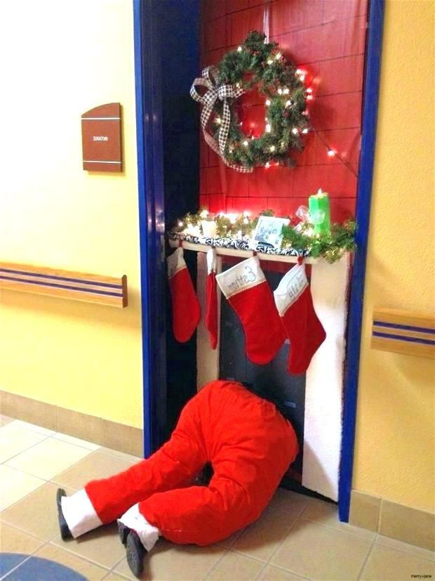 Christmas Door Decoration Ideas For The Office from i.pinimg.com