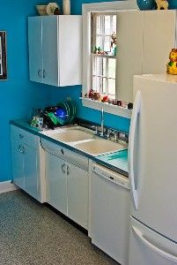 Another Youngstown Diana Kitchen Via Retrorenovation Com Kitchen Remodel Small Metal Kitchen Cabinets Kitchen Refinishing