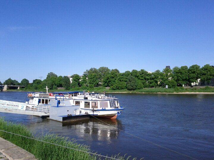 Blick Auf Die Elbe In Magdeburg Vom Petriforder Aus Magdeburg Sachsen Anhalt Sachsen