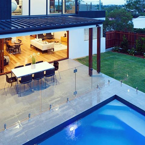 Frameless Glass Pool Fencing Secure Elegant And Modern Framelessglass Poolfence Beautiful Designerhome Piscinas Albercas Bordes