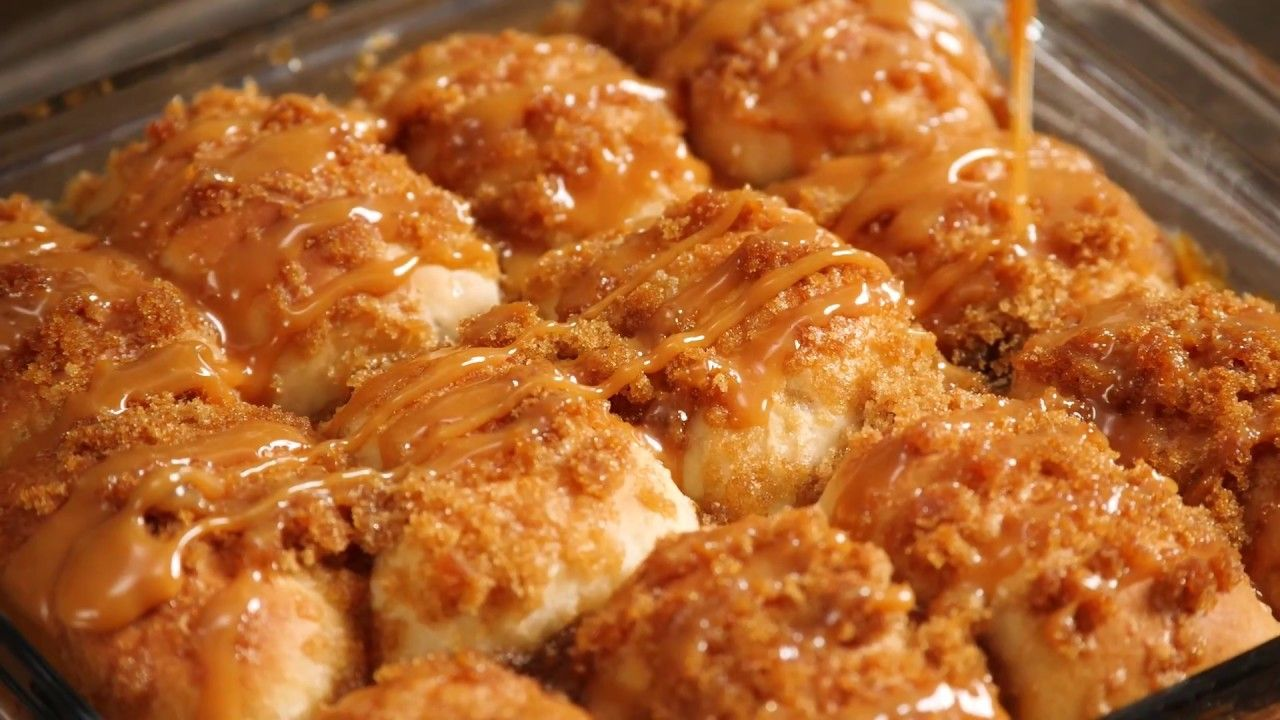 Crazy Caramel Apple Pie Bombs #caramelapples