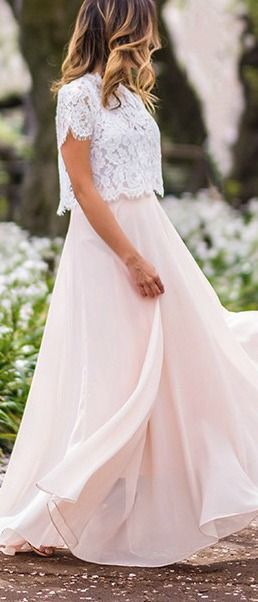 Langes kleid rosa und weiß oben aus spitze mit Ärmeln ...