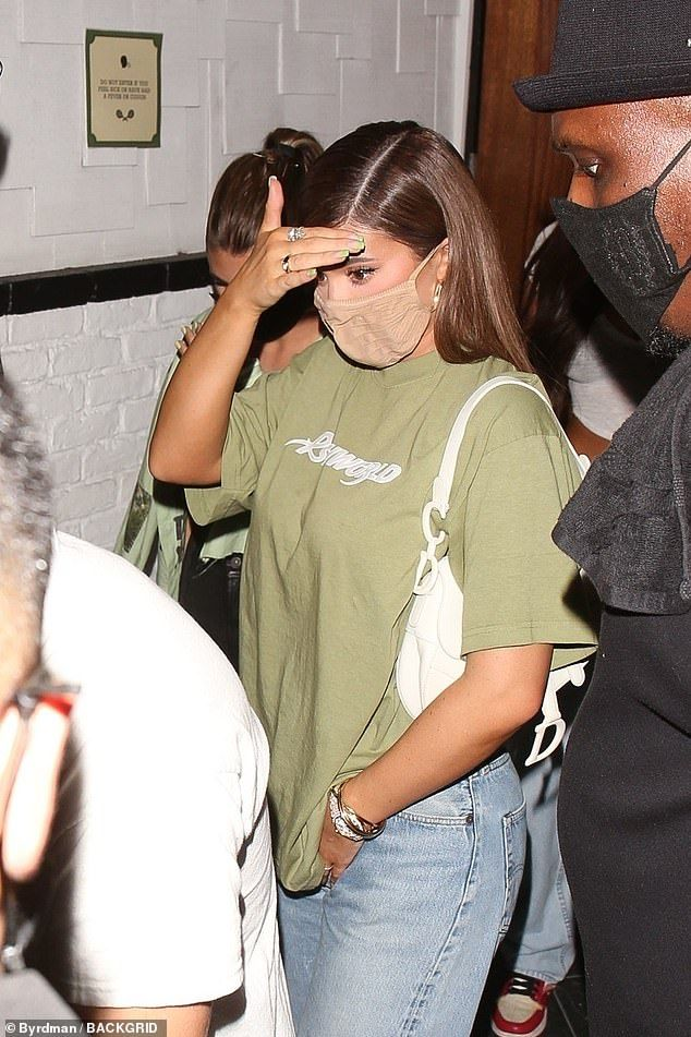 Kylie Jenner attempts to go incognito as she cover