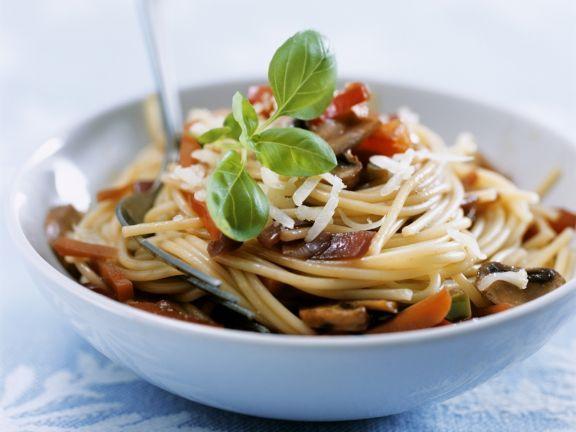 Pasta mit Pilzen und Gemüse ist ein Rezept mit frischen Zutaten aus der Kategorie Gemüse. Probieren Sie dieses und weitere Rezepte von EAT SMARTER!